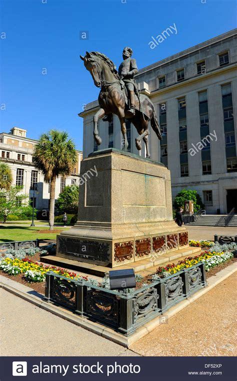 wade hampton statue columbia south carolina buildings