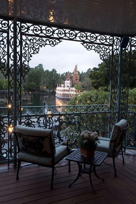 Luxury And Elegant Home Design