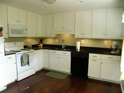 Kitchen Colors With White Cabinets And Black Countertops