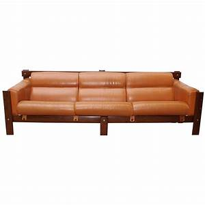 Sofa In Cognac : mid century sofa in cognac leather and rosewood designed by percival lafer at 1stdibs ~ Indierocktalk.com Haus und Dekorationen