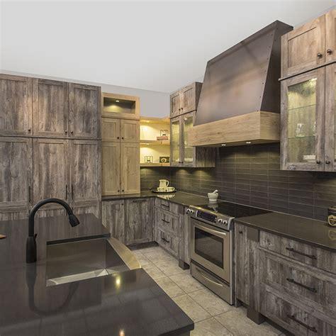 r駭 cuisine rustique cuisines beauregard armoires de cuisine réalisation b5 armoires de cuisine rustique en laminé européen et comptoir de quartz