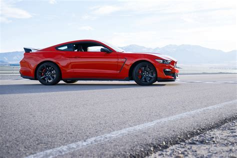 cars ford 2017 ford mustang shelby gt350 sports car model details