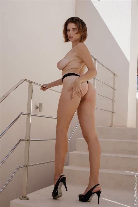 marina visconti nude in heels