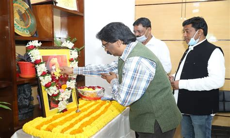 Celebrate international youth day on august 12 with national today. national youth day 2021 jharkhand cm hemant bowed to swami ...