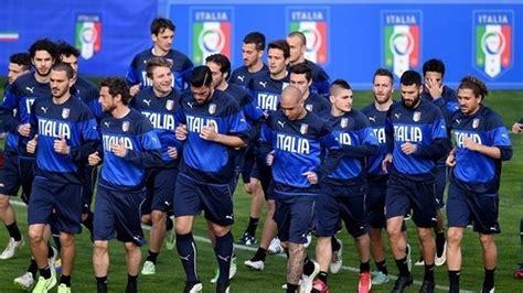 italian national soccer team jersey blue quora