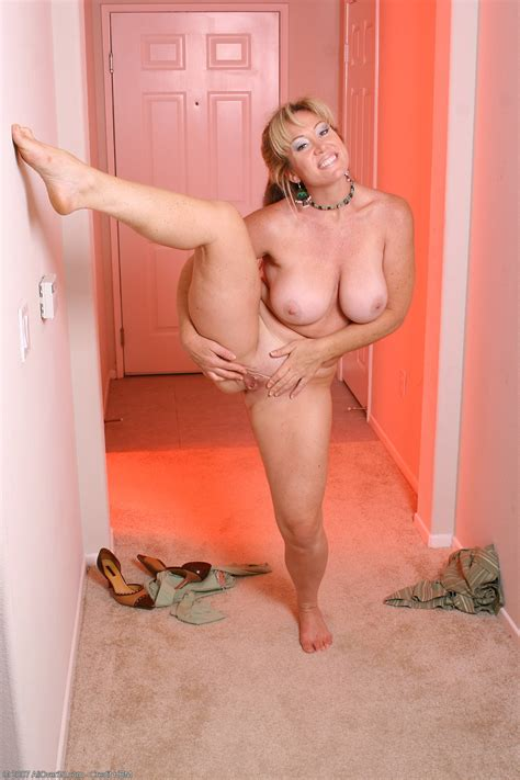 Mk12  In Gallery Blonde Mature Milf Woman Shaved Nice Ass Big Ass Picture 12 Uploaded