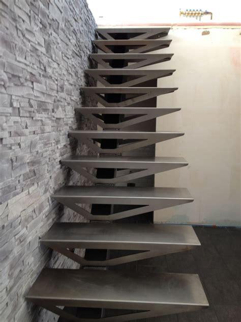escalier suspendu 6 messages