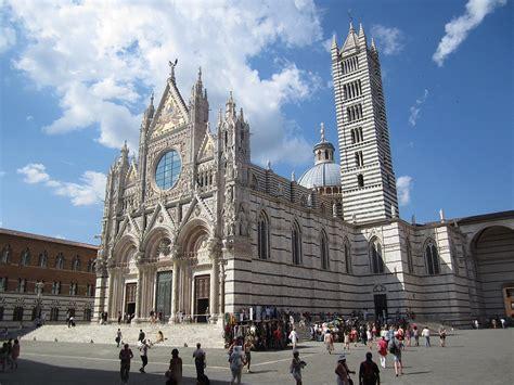 Libreria Piazza Duomo by Piazza Duomo Siena