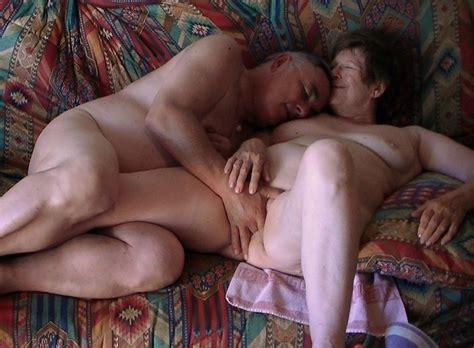 Branle 496 In Gallery Mature Couple Masturbating And
