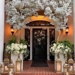 Gorgeous, Ceremony, Entrance
