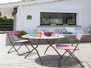 Table Et Chaise Bistrot : table et chaise bistrot sur terrasse bois deco exterieur ~ Teatrodelosmanantiales.com Idées de Décoration