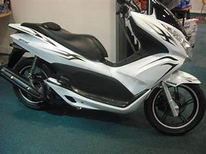 Scooter Honda 125 Pcx : used honda ww 125 d pcx 125 available for sale white nha16 honda used motorcycles ~ Medecine-chirurgie-esthetiques.com Avis de Voitures