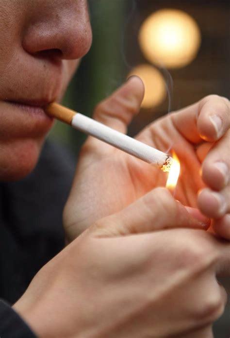 El consumo de tabaco entre los adolescentes se reduce casi