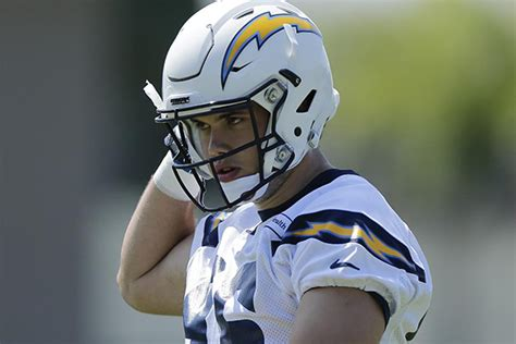 Chargers Sign Henry To 4-year Contract