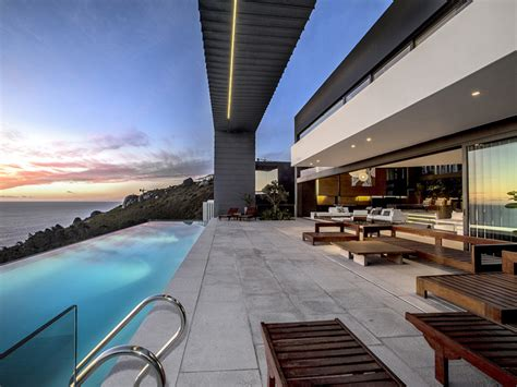 Iconic Cape Town House Nettleton 199 Up For Sale by Iconic Cape Town House Nettleton 199 Up For Sale Fox