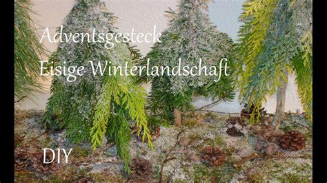weihnachtsgestecke aus naturmaterialien diy adventsgesteck aus naturmaterialien eisige winterlandschaft just deko