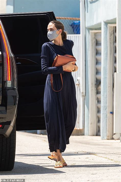 Angelina Jolie heads out to pick up art supplies with son ...