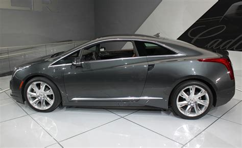 Early Cadillac Elr Buyers Get Free 240v Charge Station