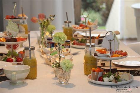 Fruehstueck Mit Etagere Blumen  Tischlein Deck Dich