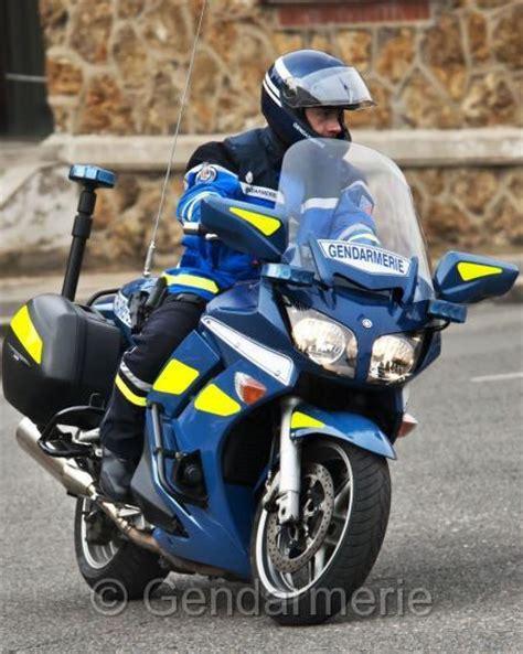 motard nationale un motard de la gendarmerie perd la vie lors d une course poursuite zone militaire
