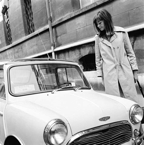Françoise hardy was a fashion icon in the '60s and '70s, yet her style couldn't feel more modern. 1960: A Classic Trench - Francoise Hardy?s Best Street ...