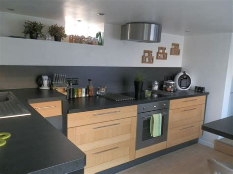 cuisine bois et plan de travail noir cuisine