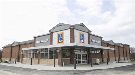 barnes and noble hurstbourne aldi will open two new louisville stores here s where