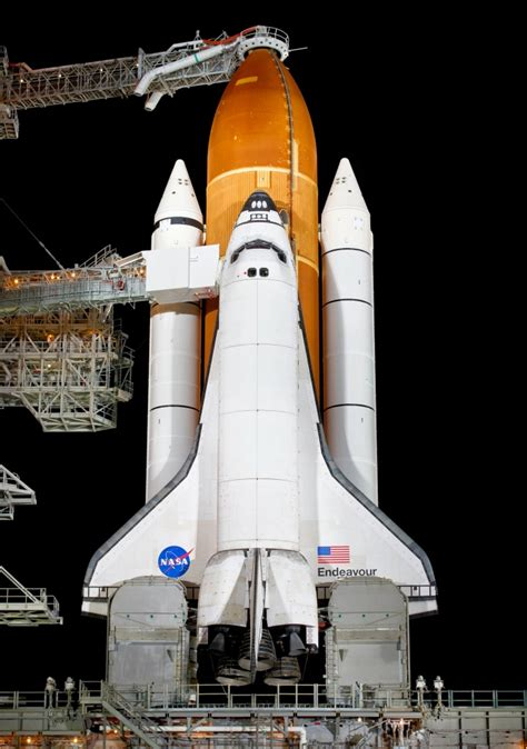 slideshow huge nasa fuel tank  join endeavour