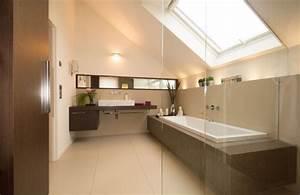 Wandfarbe Für Badezimmer : badezimmer dachschr ge fenster beige gro formatige bodenfliesen beige wandfarbe badewanne ~ Sanjose-hotels-ca.com Haus und Dekorationen