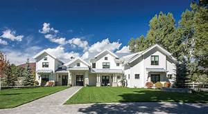 Modern Farmhouse: Charming farmhouse-style home in the