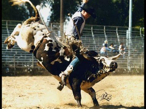 Jaripeo vs. Rodeo - YouTube