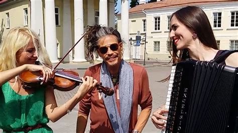 crazy steven tyler sings aerosmith song  street performers todaycom