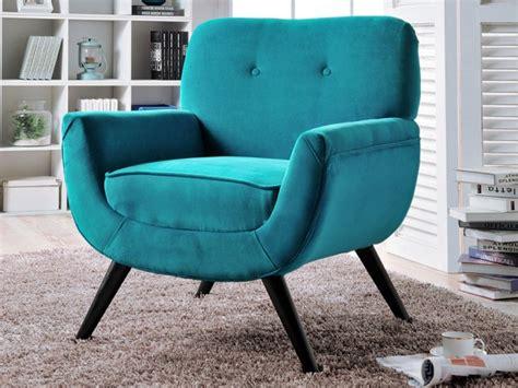 des fauteuils en velours colore joli place