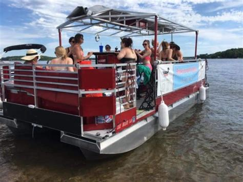 Boat Rental Milwaukee by Milwaukee Bachelorette Ideas Marriedinmilwaukee