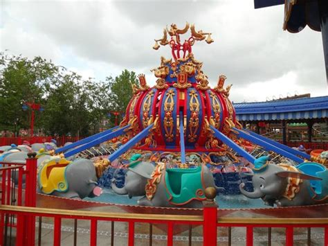 One of the two Dumbo rides (both same, 1 fast pass only