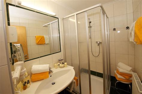 Hotelzimmer Mit Dusche Im Zimmer