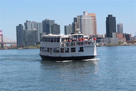 Party Boat Fishing Queens by Luxury Boat Rentals New York Ny Motor Classic 1078
