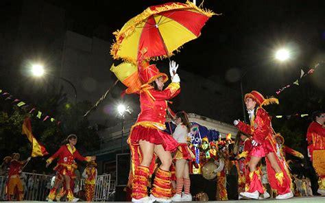 carnaval en el barrio dos corsos en la avenida balbin