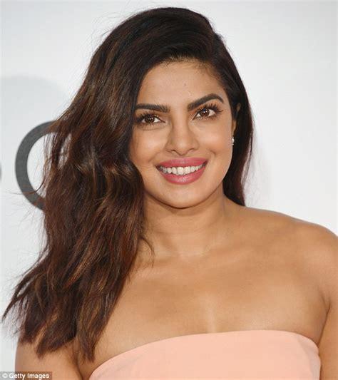 beauty priyanka chopra skin choice awards tone carpet looks femail glow dress peach told warm wanted artist play