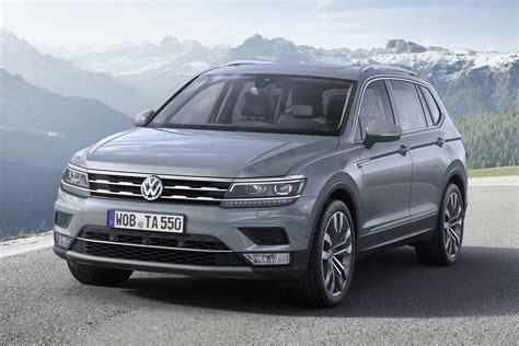 Când găseşte un loc de parcare potrivit, controlează automat direcţia, pentru a aduce maşina pe locurile de parcare paralele şi perpendiculare şi are chiar. Prijzen Volkswagen Tiguan Allspace vanaf 36.950 euro ...