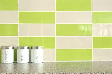 motif keramik dinding dapur hijau interior rumah