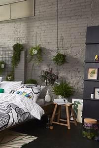 Pflanzen Für Schlafzimmer : loft style schlafzimmer mit freigelegter mauerwand vielen pflanzen und materialmix exotic ~ Eleganceandgraceweddings.com Haus und Dekorationen