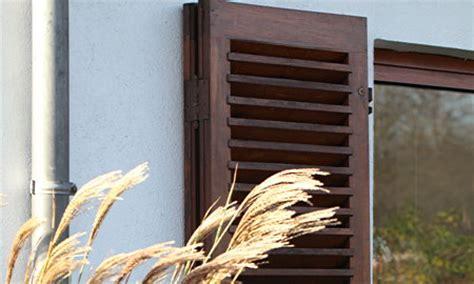 Holzfenster Streichen Der Vorbereitung Bis Zum Neuen Anstrich by Anleitung Fenster Rahmen Neu Anstreichen Diy Info