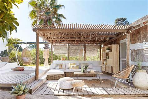 ambiance boheme cool sur la terrasse banquette jardin