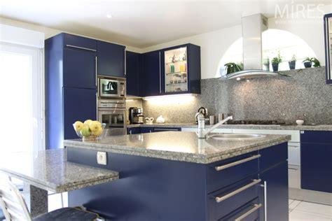 cuisine bleu gris bleu nuit blanc marbre gris c0602 mires