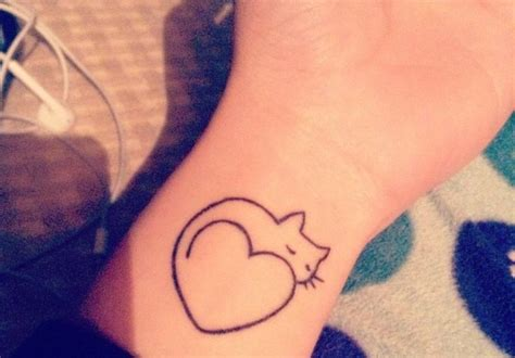 prix tatouage poignet cochese tattoo