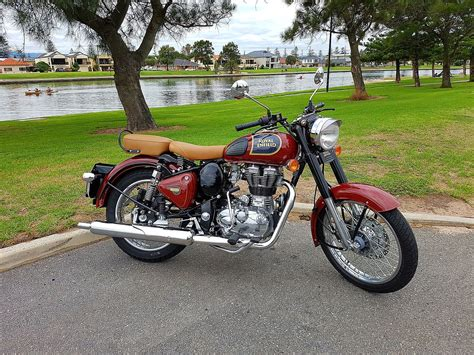 Royal Enfield Bullet 350 by Royal Enfield Classic