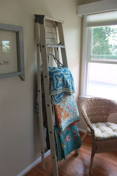 tips   decorate  room  quilt rack ladder