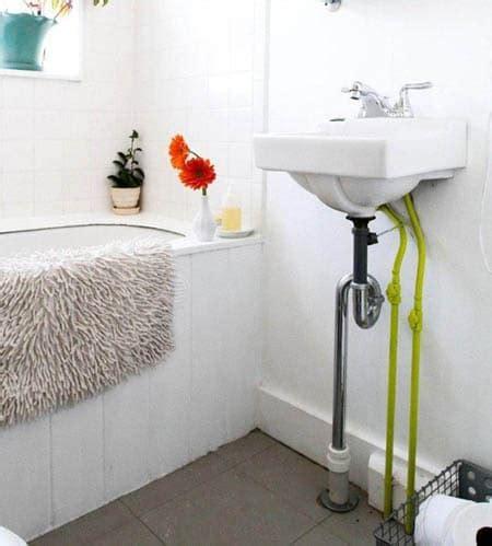repeindre des tuyaux en cuivre de salle de bain