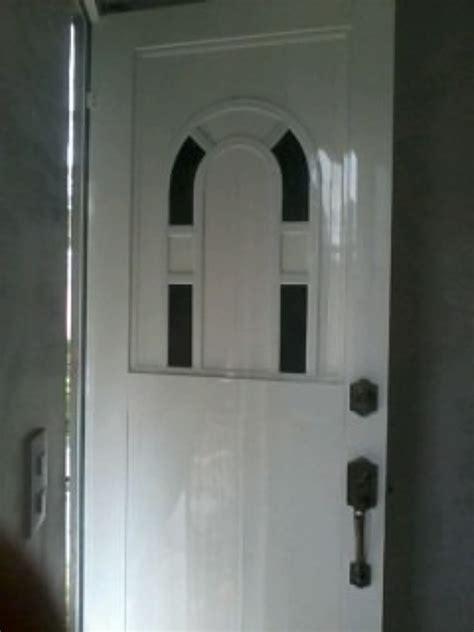 foto puerta tipo eurovent de vidrieria  canceleria de
